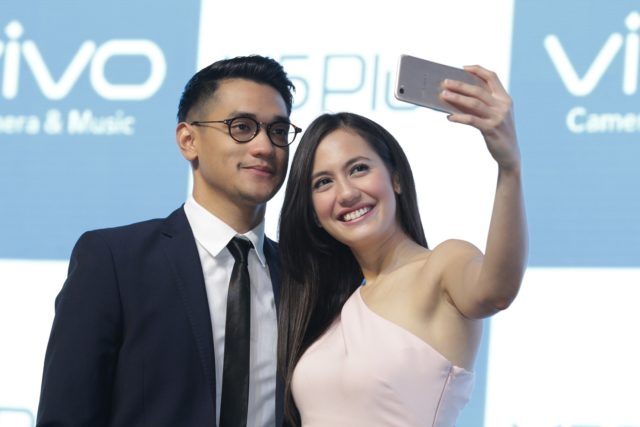 Pevita Pearce dan Afgan saat Launching Vivo V5 Plus
