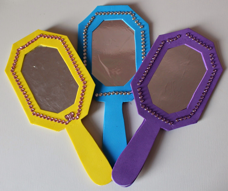 Mamma gioca lo specchio da principessa con cartamodello - Carta a specchio ...