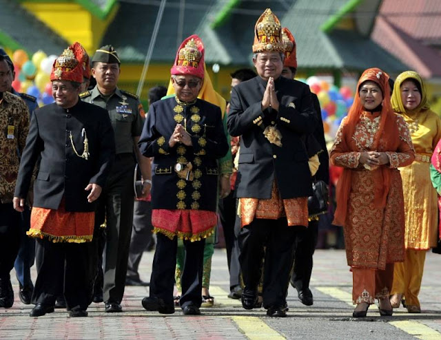 SBY Pakaian adat Aceh
