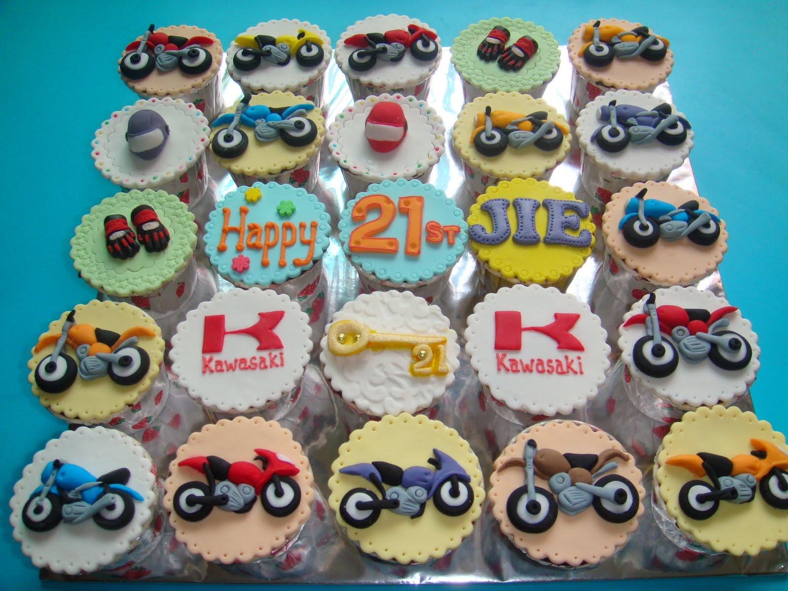 Yummy Baking Motorbike Cupcake D1