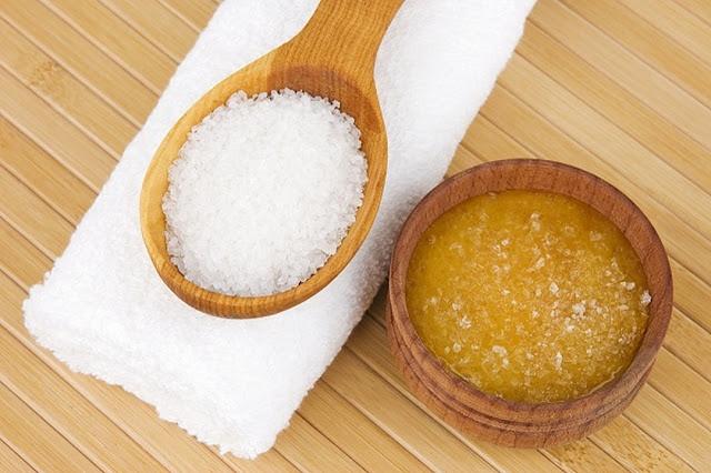 7 طرق مختلفة لاستخدام الملح فى العناية بالبشرة