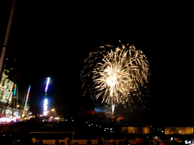 10pm fireworks at Edinburgh Hogmanay Street Party 2014