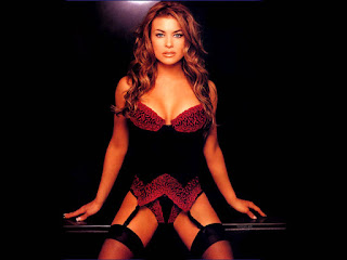 Carmen Electra Sitting In Lingerie Like A Professional Whore