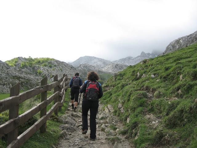 Rutas Montaña Asturias: Camino al refugio de Vegarredonda, en ruta al Requexón
