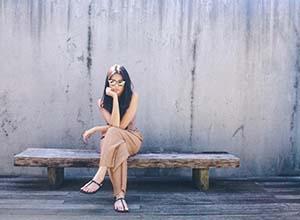 Yunita Siregar Duduk