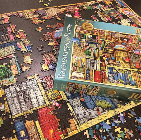 Ravensburger-the-Bizzare-Bookshop-Puzzle