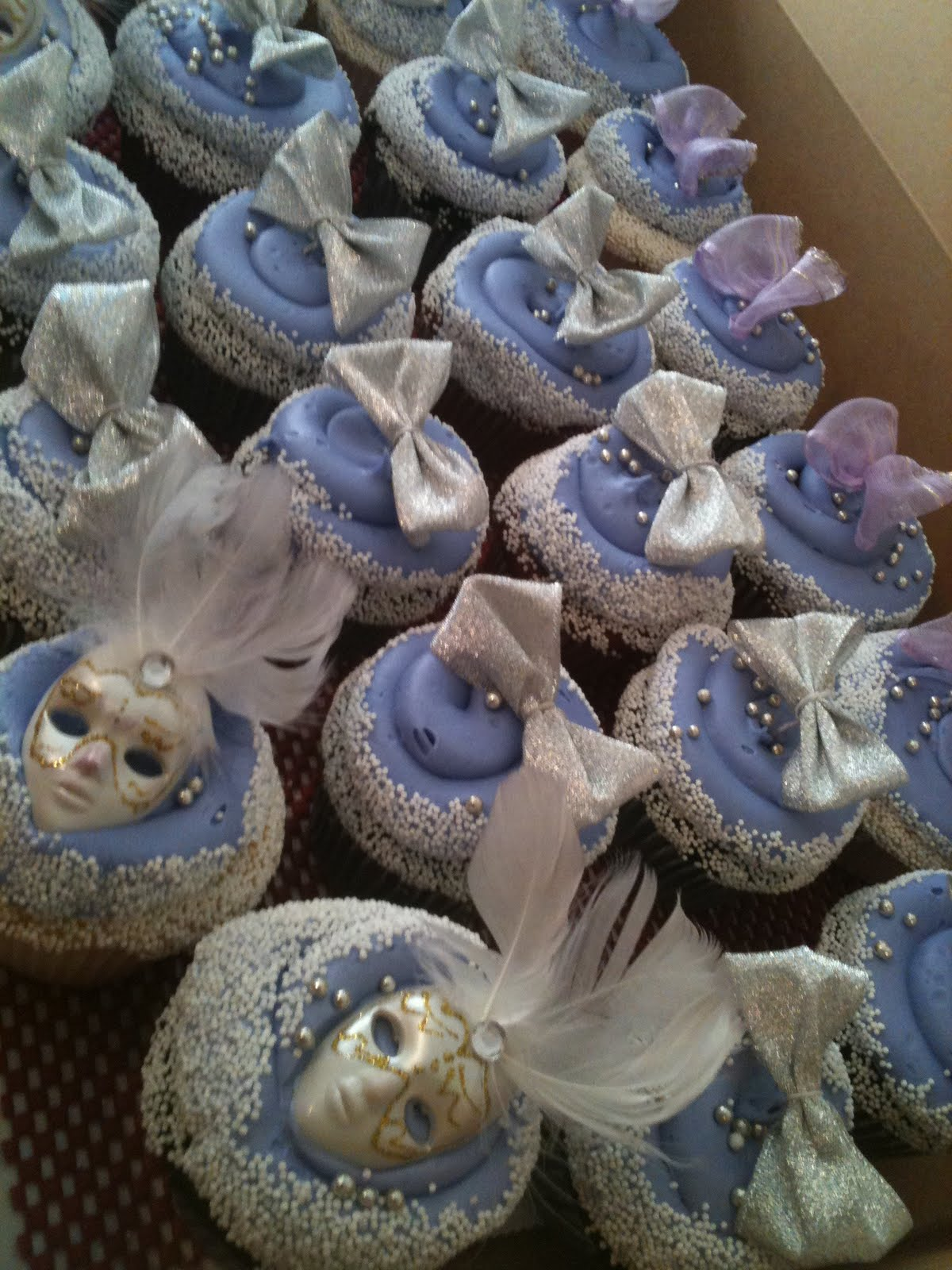 Hector S Custom Cakes Quince Cake Masquerade W Cupcakes