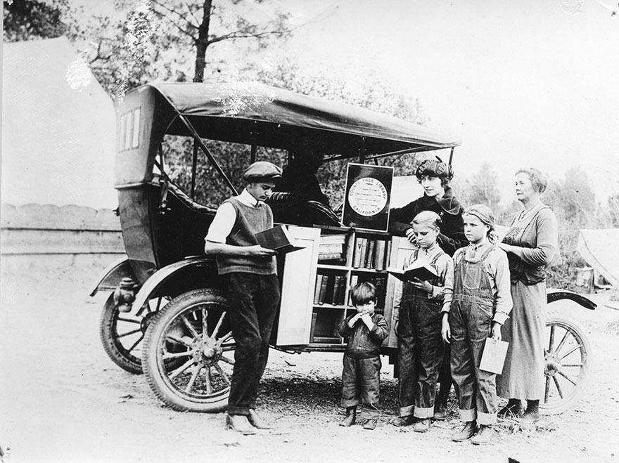 Before Amazon, We Had Bookmobiles 15+ Rare Photos Of Libraries-On-Wheels - Children Gathering At The Bookmobile, C. 1912