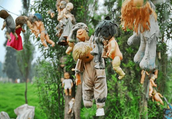 Medo-Bonecas-penduradas-árvores