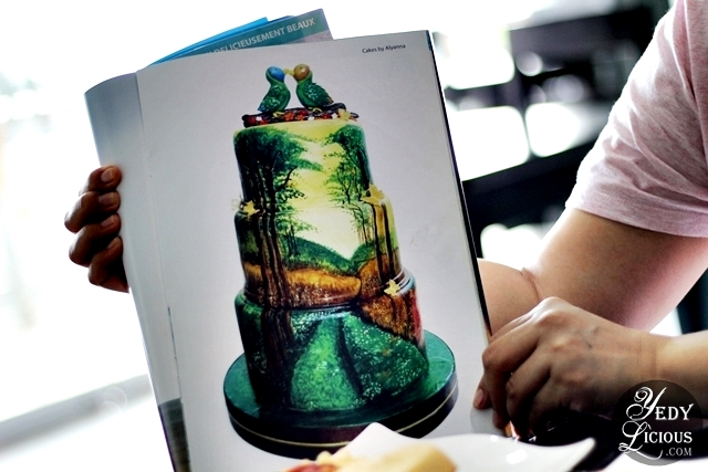 Alyanna's Hand Painted Cake as featured on French Magazine
