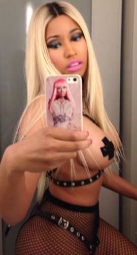 Untitled1 Choi..Nicki Minaji o! Rapper posts semi nude selfies on instagram