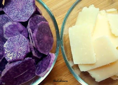 Milhojas de patata violeta y parmesano