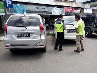 Ini Kok Bisa Sama Plat Mobil-nya, Pak Polisi Sampe Bingung Tuh..