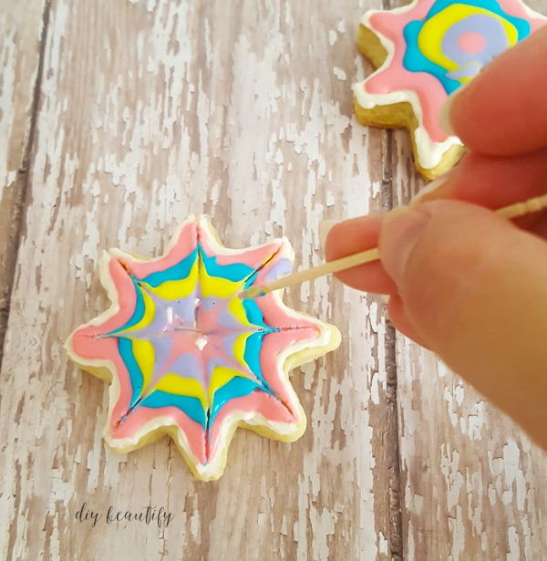 create tie dye effect on sugar cookies