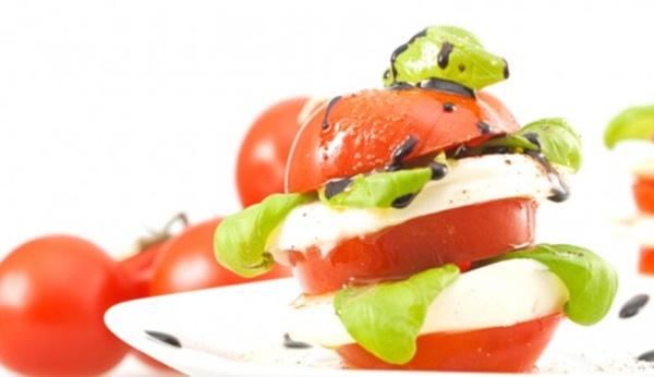 Tomaten-Turm Alla Caprese