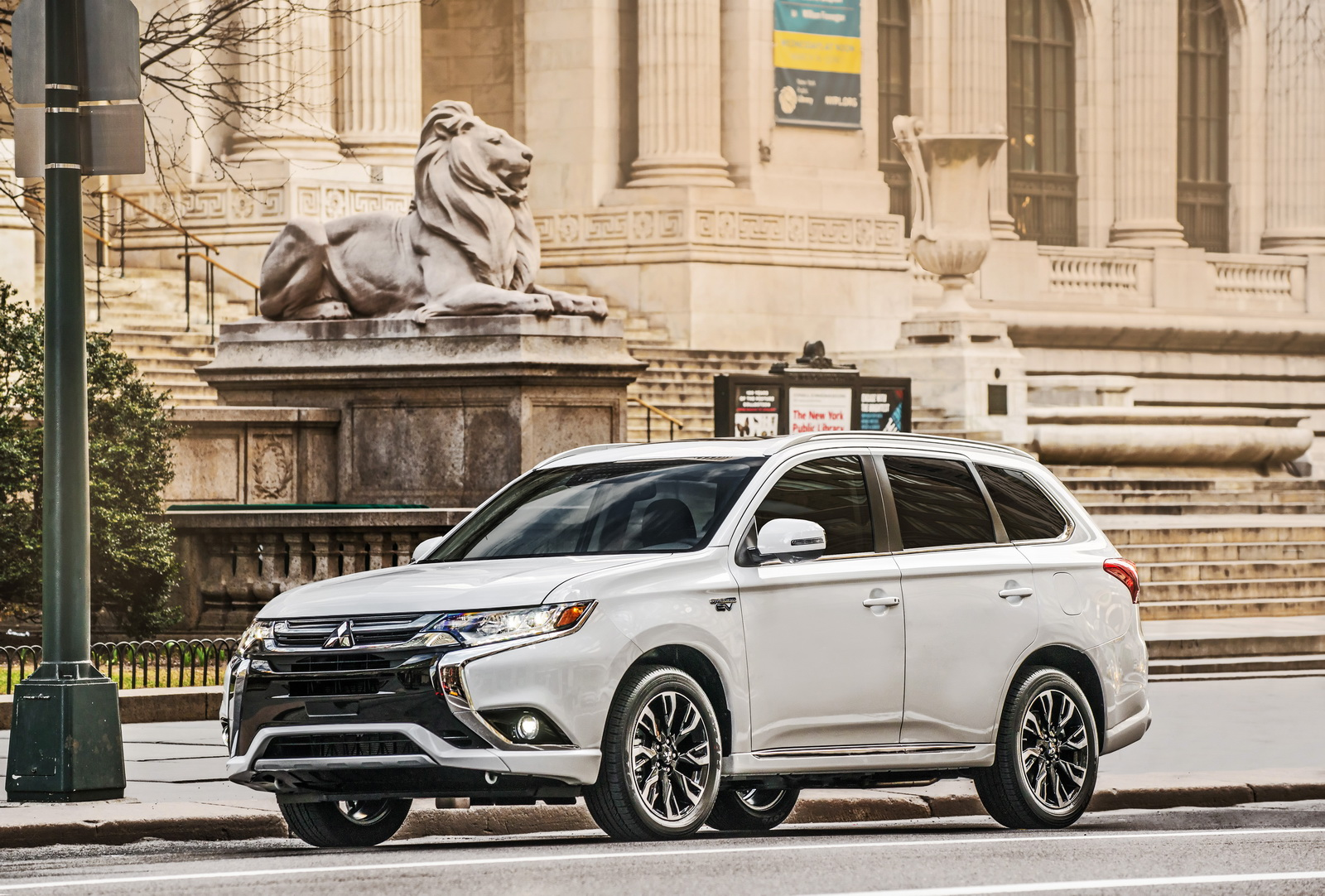 2018 Mitsubishi Outlander PHEV Lands In The US From