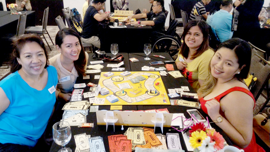 DAVAO BLOGGERS  ENJOYS SUNLIFE'S BRIGHTER LIFE PRAXIS BOARD GAME
