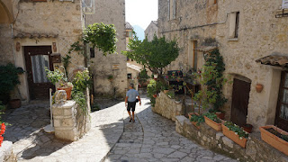 Tranquil alley in Carros Village