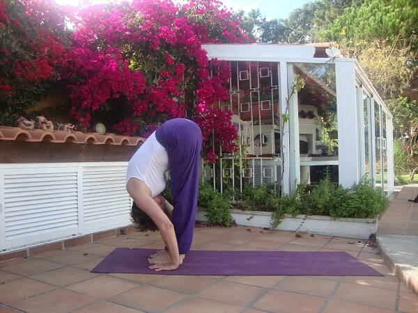 Gerakan Yoga Padahastasana Anekaragamsehat
