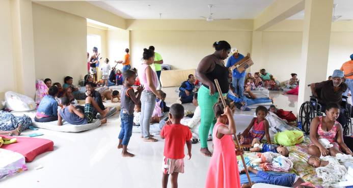 Huracanes Irma y María sacaron de sus hogares a más de 80 mil personas