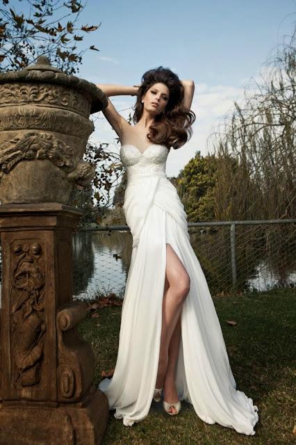 vestidos de novia sencillos con escote en la espalda