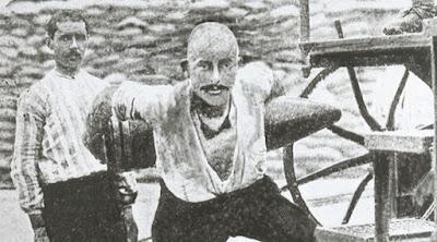 Seyit Ali Onbaşı, 276 kiloluk top mermisini sırtlayıp kaldırdı
