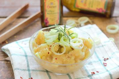Kartoffelsalat mit Bier, Lauch und Chili