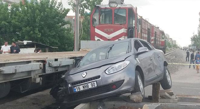 Diyarbakır'ın Diclekent Mahallesinde trafik kazası: 3 yaralı
