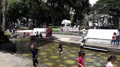 kolam anak - anak taman badak bandung