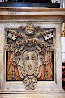 教皇ウルバヌス8世の紋章