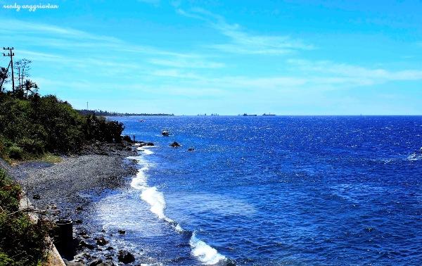 foto pantai watu dodol