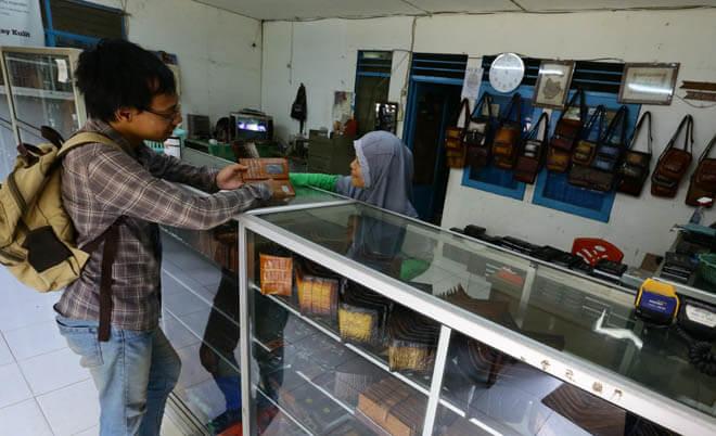 Berjuang di Era Penjajahan Belanja Online di Indonesia