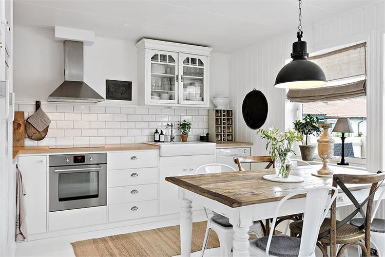 cocina blanca nordica estilo nordico rustico baldosas metro tiles blanco escandinavo alquimia deco interiorista barcelona