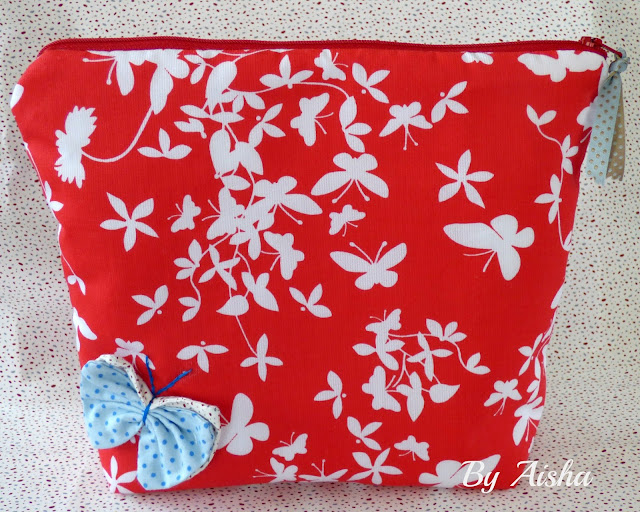 Neceser hecho a mano con tela de mariposas