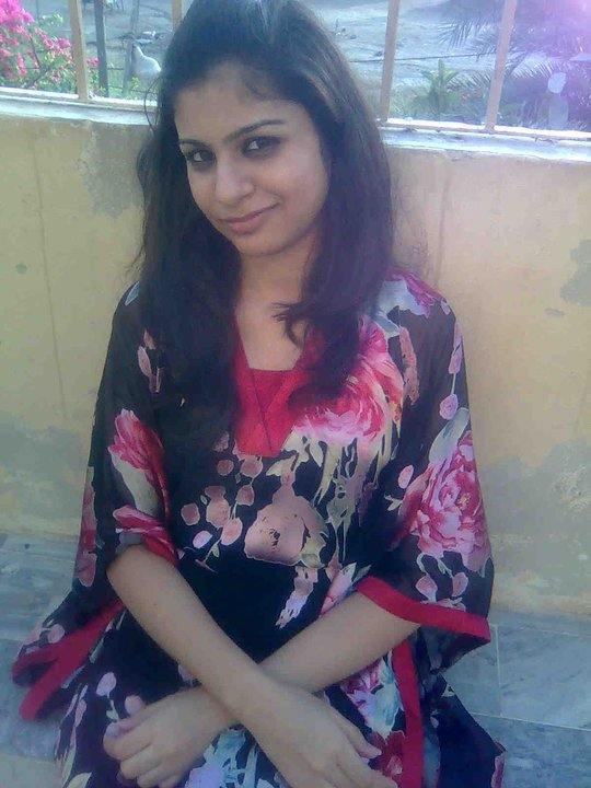 Alone Girl Wallpapers For Dp Pakistani Girl Aqsa Girls Pictures And Wallpapers