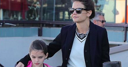 Suri Cruise Fashion Blog: January 2017: Suri shopping in LA