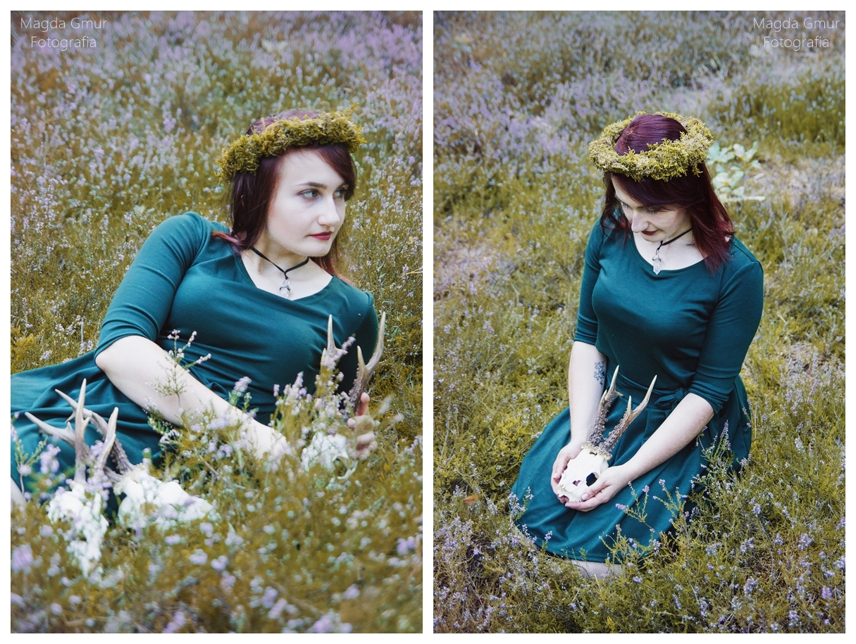 Sesja w lesie, zieleń, rogi jelenia sesja, rogi sesja, wrzosy