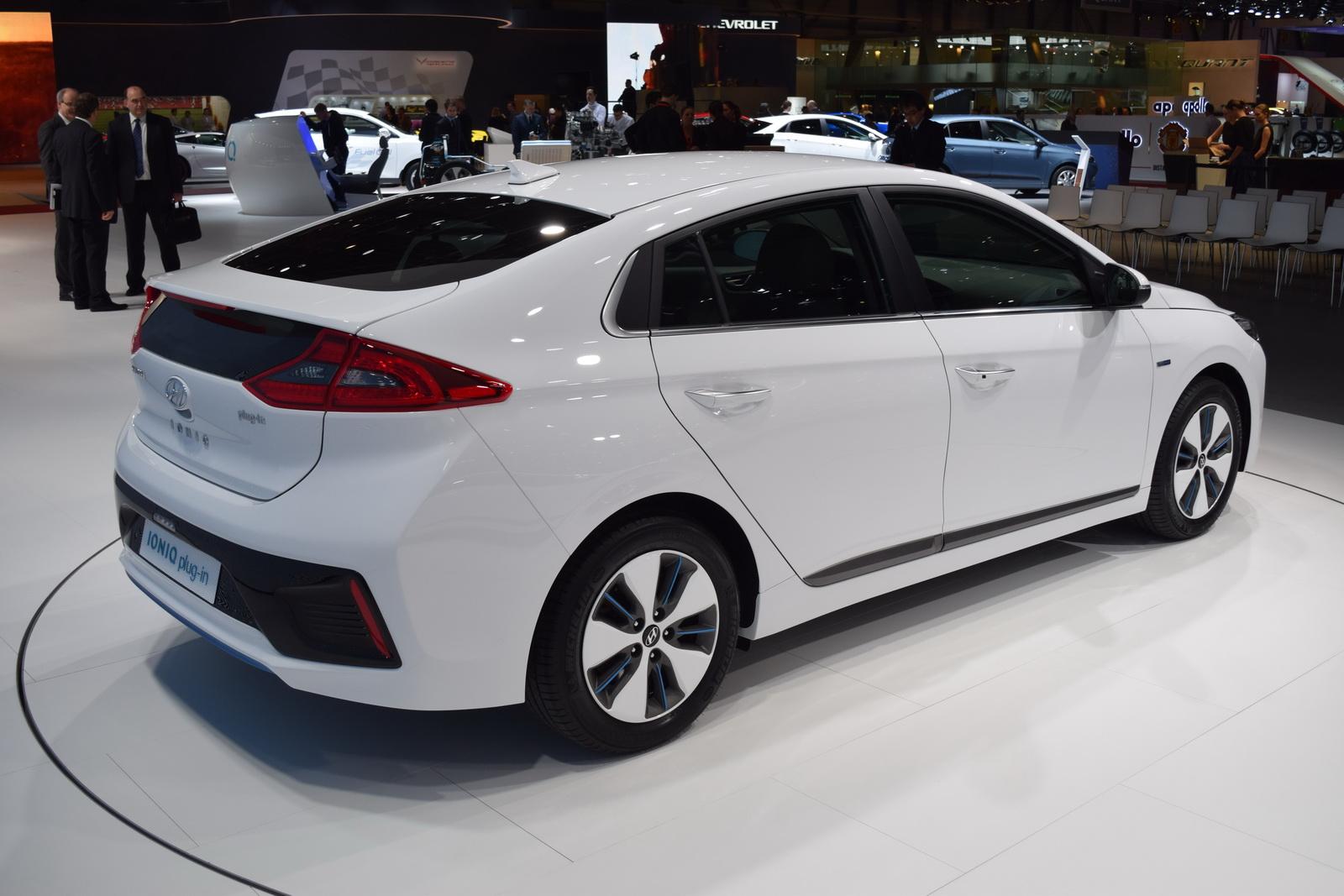 Cadillac Ats Vs The World Categories Electric Vehicles Geneva Motor Show Hybrids Hyundai Hyundai ...