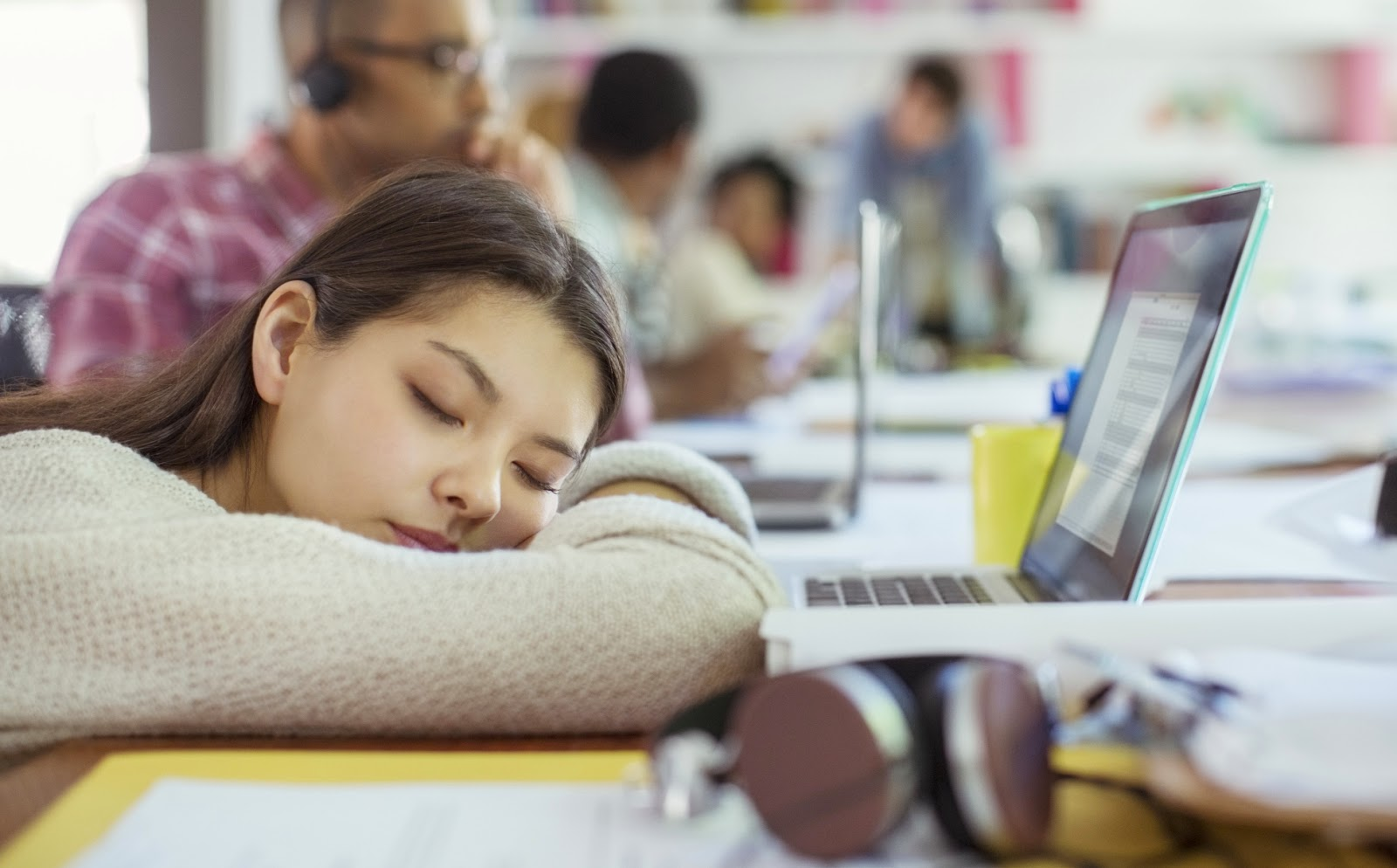 Cara Mengatasi Rasa Ngantuk Saat Bekerja dan Belajar