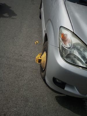 Mobil di gembok