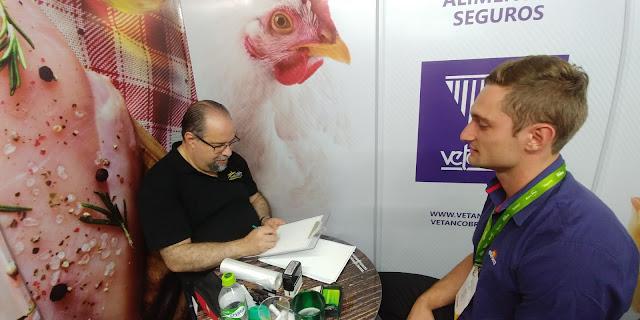 XIX Simpósio Brasil Sul de Avicultura com caricaturas realizadas ao vivo