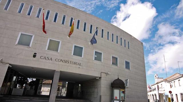 http://www.portalparados.es/autonomias/madrid/el-ayuntamiento-de-parla-ofrece-35-empleos-para-administrativos-monitores-y-trabajadores-sociales/