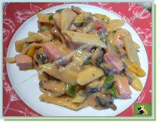 Vie quotidienne de FLaure : Pennes sauce asperge, poivrons et champignons, jambon et chorizo, (Cooking chef)