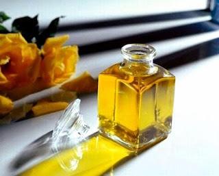 Trị rạn da bằng dầu dừa và dầu oliu