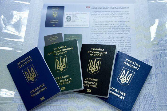 Міністерство юстиції роз'яснює порядок отримання закордонного паспорта для дітей