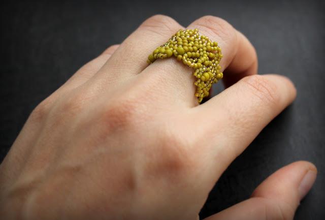 кольца из бисера купить бижутерия для оливкового платья