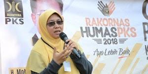PKS: 'Emak-emak' Bukan Sebutan yang Merendahkan