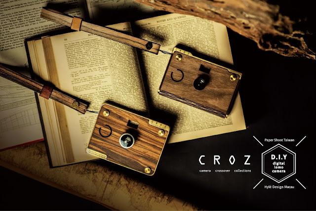 Zwei CROZ D.I.Y. Kameras liegen auf einem Buch