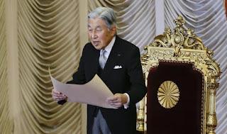 إمبراطور اليابان يتنازل عن العرش لأول مرة منذ 200 عام