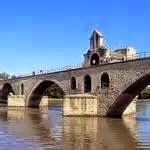 Le pont Saint-Bénézet, couramment appelé pont d'Avignon